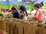 Volunteers pack lunches